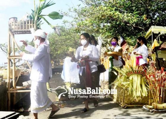 Nusabali.com - tirta-dipendak-4-camat-dibagikan-ke-masyarakat