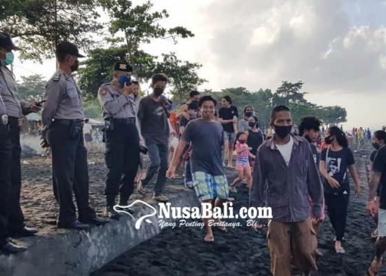 Nusabali.com - berkerumun-warga-abai-protokol-kesehatan