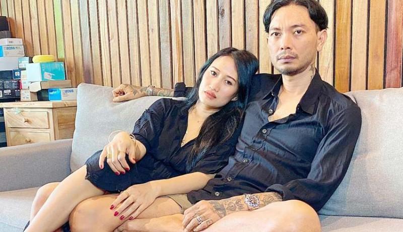 www.nusabali.com-negaro-joh-duet-tu-krisna-bersama-sang-istri-di-tengah-pandemi-covid-19