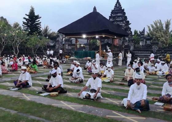 Nusabali.com - dharma-taruna-banten-mekemit-di-pura