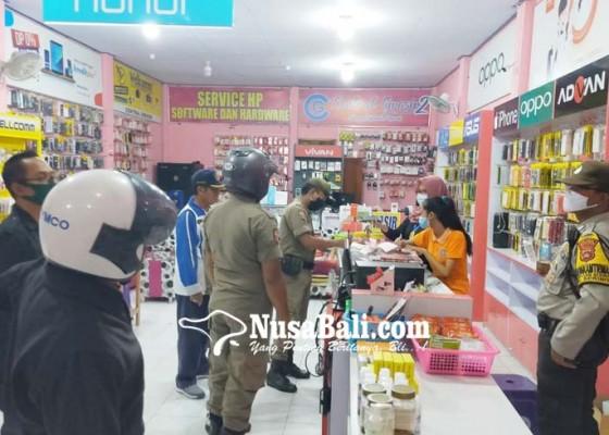 Nusabali.com - langgar-jam-buka-tutup-pedagang-pasar-seririt-marah-marah