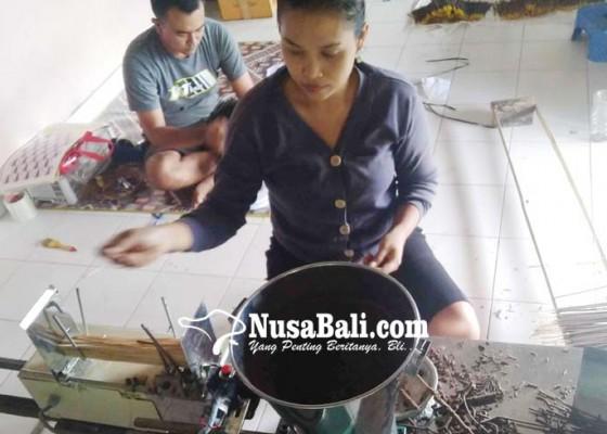 Nusabali.com - pariwisata-lesu-bumdes-ambengan-garap-usaha-dupa