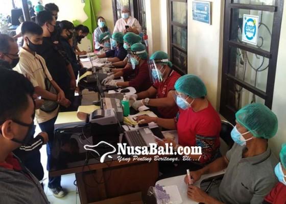 Nusabali.com - 324-petugas-pdp-denpasar-rapid-test-5-reaktif