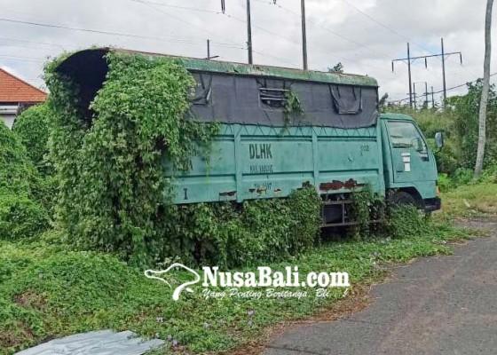 Nusabali.com - dua-unit-kendaraan-milik-dinas-lhk-tak-terawat