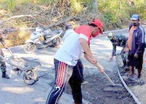 Nusabali.com - desa-kubu-perbaiki-jalan-setapak-dengan-rabat-beton