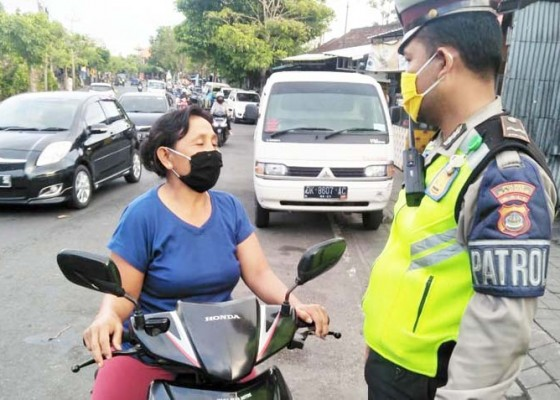 Nusabali.com - banyak-warga-taat-pakai-masker-tapi-tanpa-helm