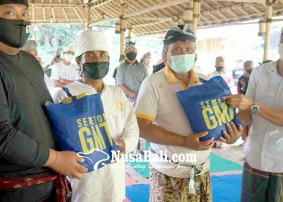 Nusabali.com - gmt-bagikan-98-ton-beras-di-15-banjar-dan-3-lingkungan