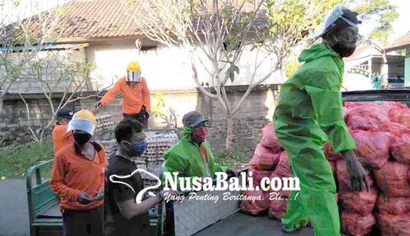 www.nusabali.com-pemkab-karangasem-bagikan-sembako-di-banjar-cegeng