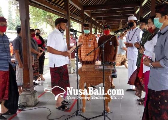 Nusabali.com - bupati-ambil-sumpah-49-pns