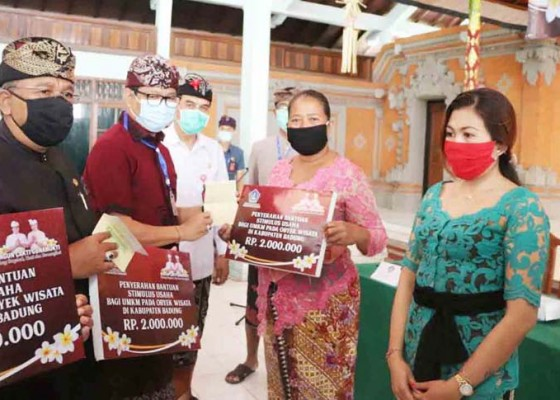 Nusabali.com - umkm-di-kuta-selatan-dapat-bantuan-stimulus
