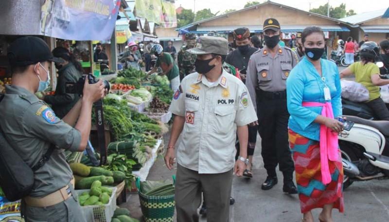 www.nusabali.com-satpol-pp-cek-situasi-pasar-tradisional