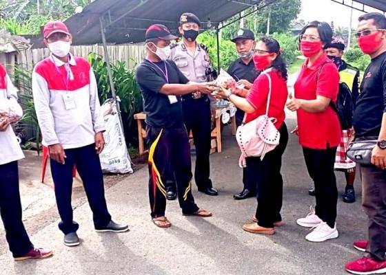 Nusabali.com - relawan-srikandi-kaliakah-pasok-bumbu-warga-karantina