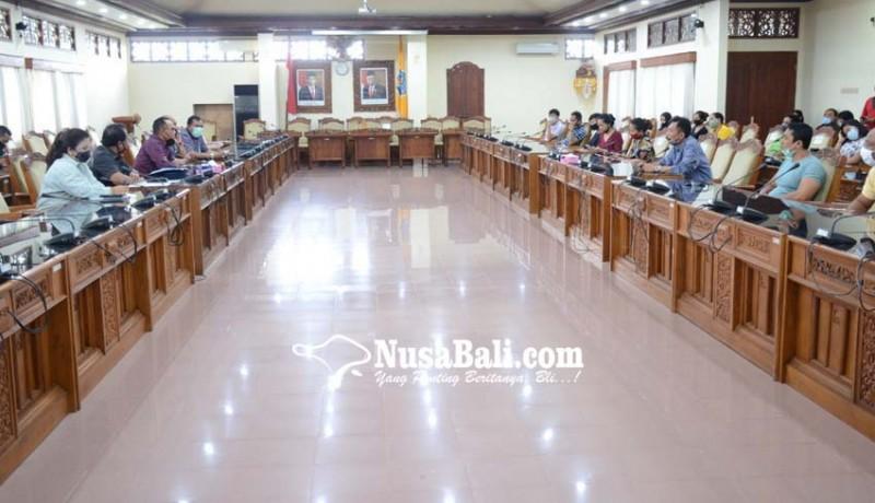 www.nusabali.com-ketua-dprd-bali-cari-solusi-siswa-tercecer