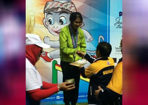 Nusabali.com - ningsih-dan-agung-naik-podium