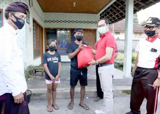Nusabali.com - wabup-suiasa-kunjungi-anak-kurang-mampu-di-mengwitani