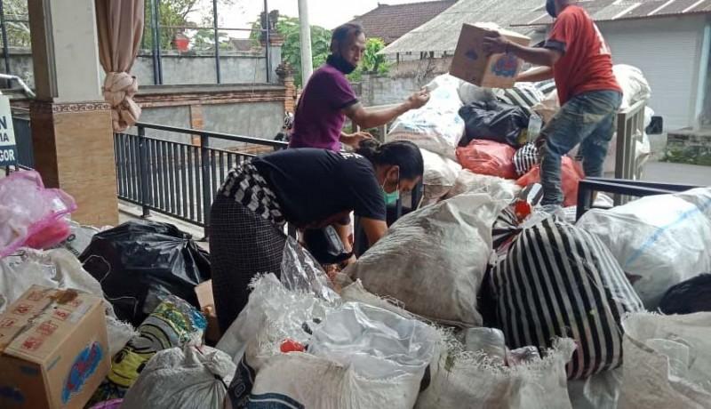 www.nusabali.com-banjar-adopsi-sampah-plastik-ditukar-beras