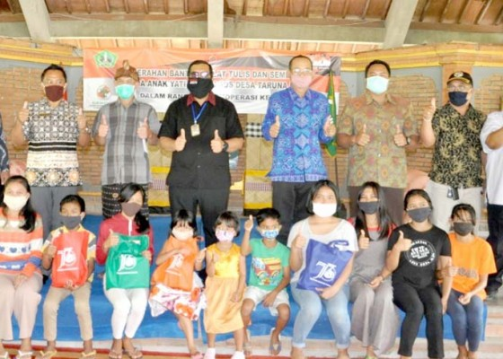 Nusabali.com - wabup-sanjaya-serahkan-bantuan-di-panti-sos-bantas