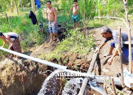 Nusabali.com - kelebihan-air-warga-kubu-buat-pancuran