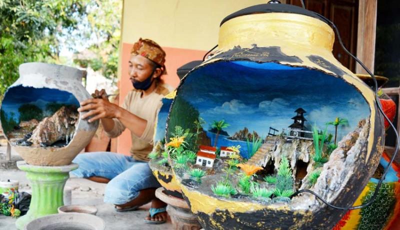www.nusabali.com-kerajinan-miniatur-air-terjun-dalam-gentong