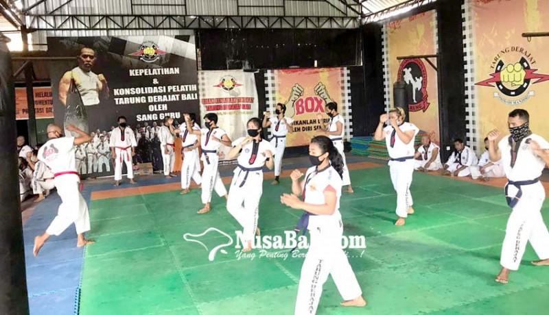 www.nusabali.com-petarung-kodrat-digenjot-30-menit-tanpa-berhenti