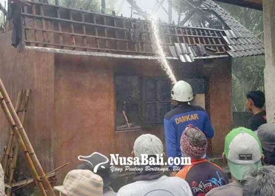 Nusabali.com - dapur-mantan-bendesa-adat-geriana-kauh-terbakar