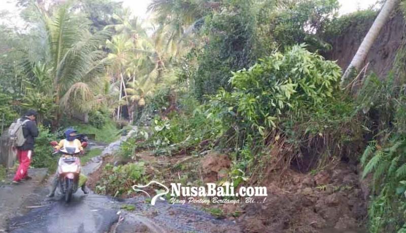 www.nusabali.com-jalan-tertutup-longsor-lalu-lintas-tersendat