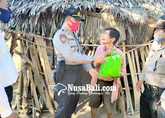 Nusabali.com - polsek-kubu-bantu-kakek-sebatang-kara