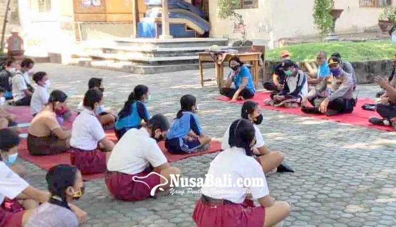 www.nusabali.com-smpn-1-kubu-hadirkan-siswa-1-kelas-per-hari