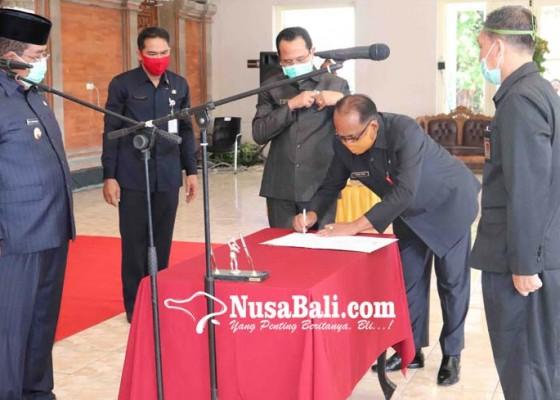 Nusabali.com - jaya-sumpena-made-subur-tukar-guling-jabatan