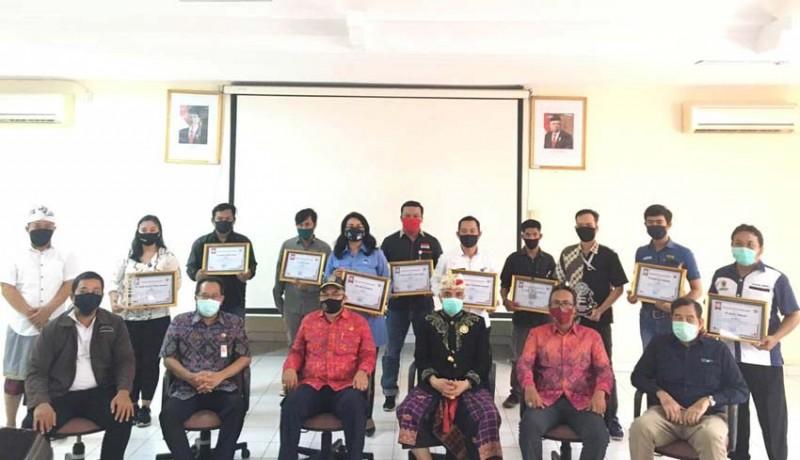 www.nusabali.com-kpid-bali-serahkan-penghargaan-pemenang-lomba-ilm-covid-19
