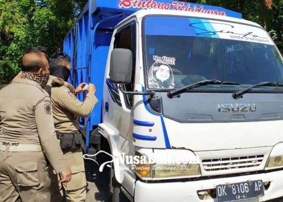 Nusabali.com - sopir-truk-jawa-bali-covid-19-terjaring-di-pos-sekat-labuan-lalang