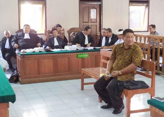Nusabali.com - notaris-nakal-sidang-perdana