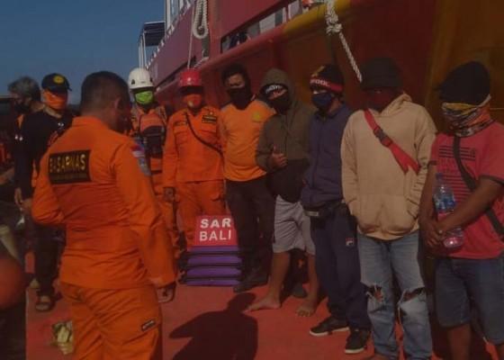 Nusabali.com - perahu-rusak-empat-pemancing-terombang-ambing-di-laut