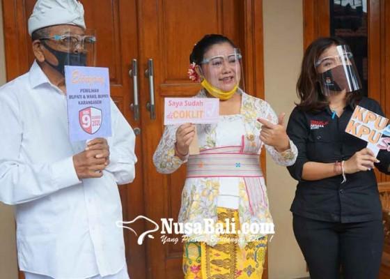 Nusabali.com - coklit-di-kabupaten-karangasem-kpu-dan-bupati-pakai-face-shield
