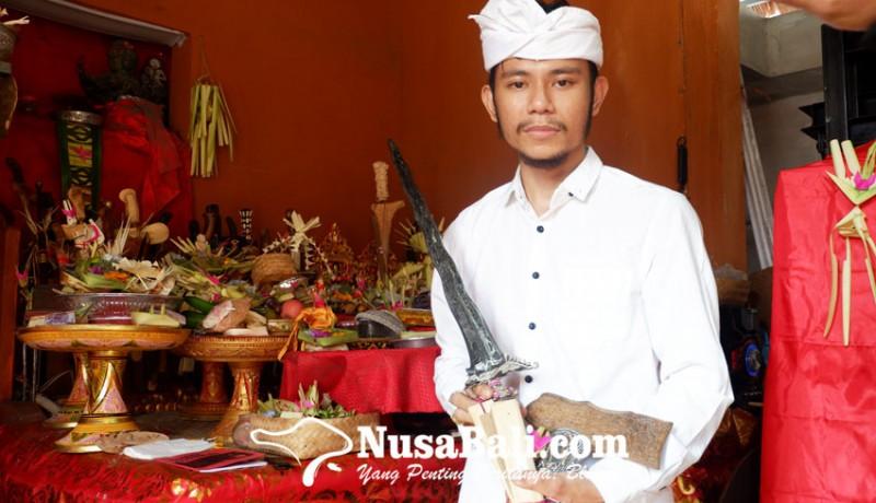 www.nusabali.com-pande-putu-yuga-wardiana-pande-keris-muda-usia-25-tahun