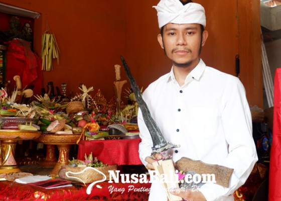 Nusabali.com - pande-putu-yuga-wardiana-pande-keris-muda-usia-25-tahun