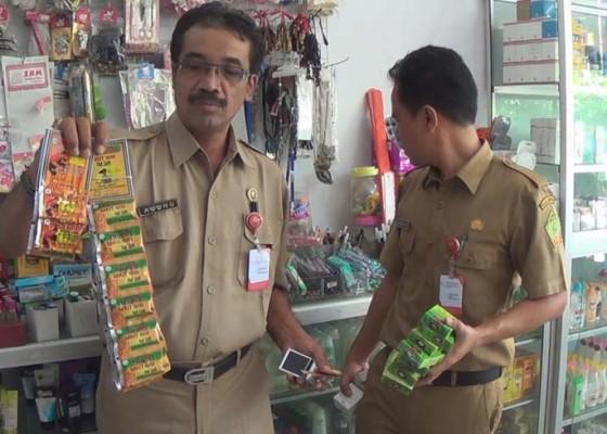 Nusabali.com - disperindagkop-jembrana-temukan-ratusan-obat-berbahaya