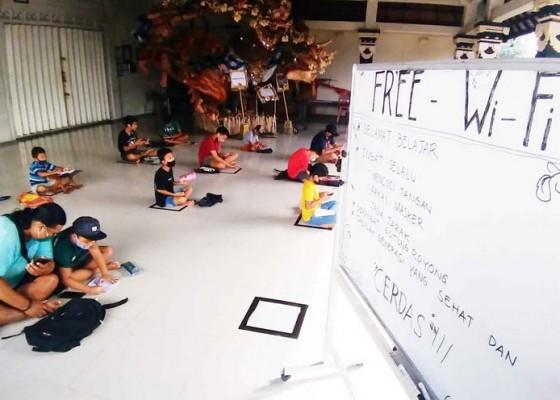 Nusabali.com - belajar-dengan-wifi-gratis-di-banjar-tetap-terapkan-protokol-kesehatan