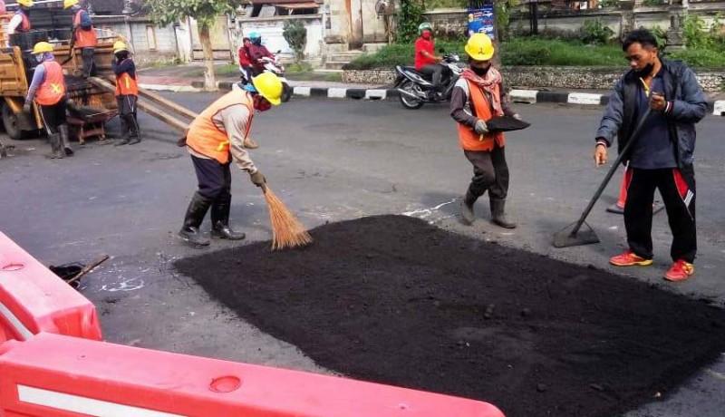 www.nusabali.com-jalan-rusak-di-bangli-hanya-ditambal-sulam