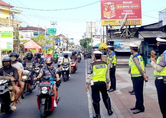 Nusabali.com - ratusan-pengendara-ditegur-dan-17-lainnya-ditilang