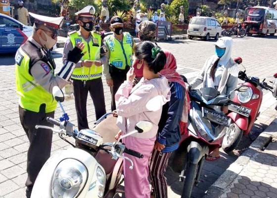Nusabali.com - berkendara-tanpa-helm-dominasi-pelanggaran