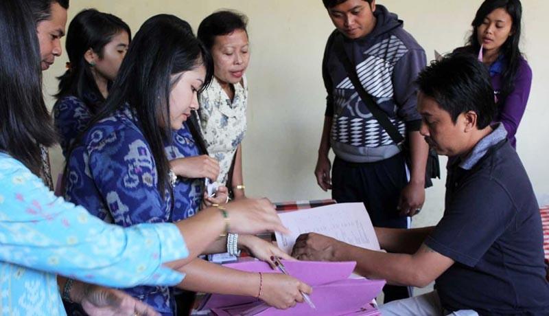 www.nusabali.com-layanan-e-ktp-dan-kk-macet-2-minggu