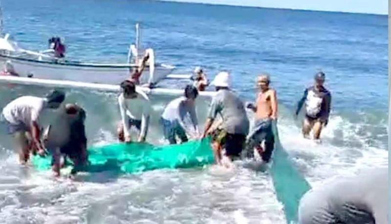 www.nusabali.com-tinggalkan-jenazah-di-setra-warga-tangkap-ikan-ke-pantai