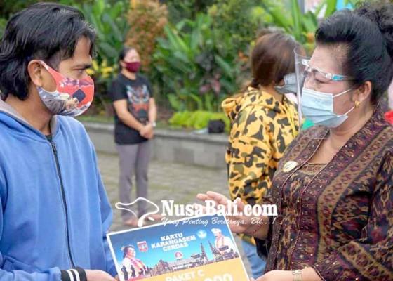 Nusabali.com - bupati-mas-sumatri-bagikan-14998-kkc