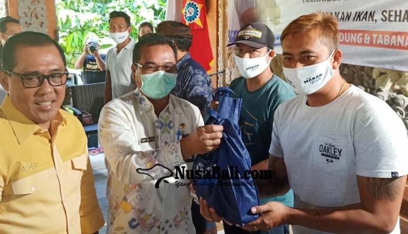 www.nusabali.com-anggota-komisi-iv-dpr-ri-gelontor-bantuan-ikan