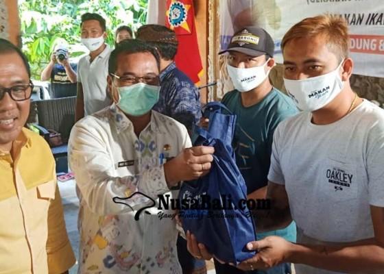 Nusabali.com - anggota-komisi-iv-dpr-ri-gelontor-bantuan-ikan