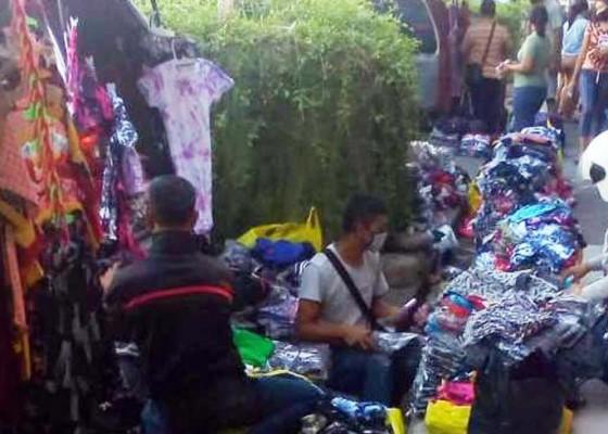 Nusabali.com - membandel-pedagang-bermobil-dan-pkl-ditertibkan-satpol-pp-buleleng