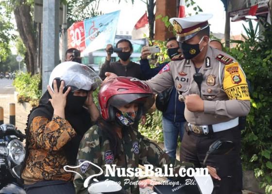 Nusabali.com - ke-masjid-tak-menggunakan-helm-puluhan-pengendara-disetop-polisi