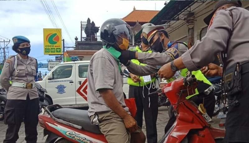 www.nusabali.com-operasi-patuh-lempuyang-2020-polres-gianyar-bagi-helm-gratis