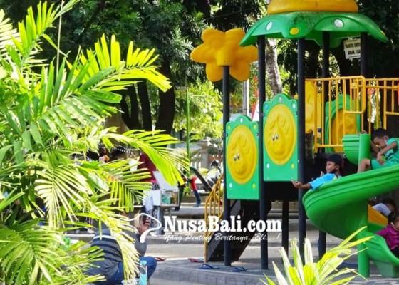 Nusabali.com - anak-anak-ramai-bermain-tanpa-gunakan-masker